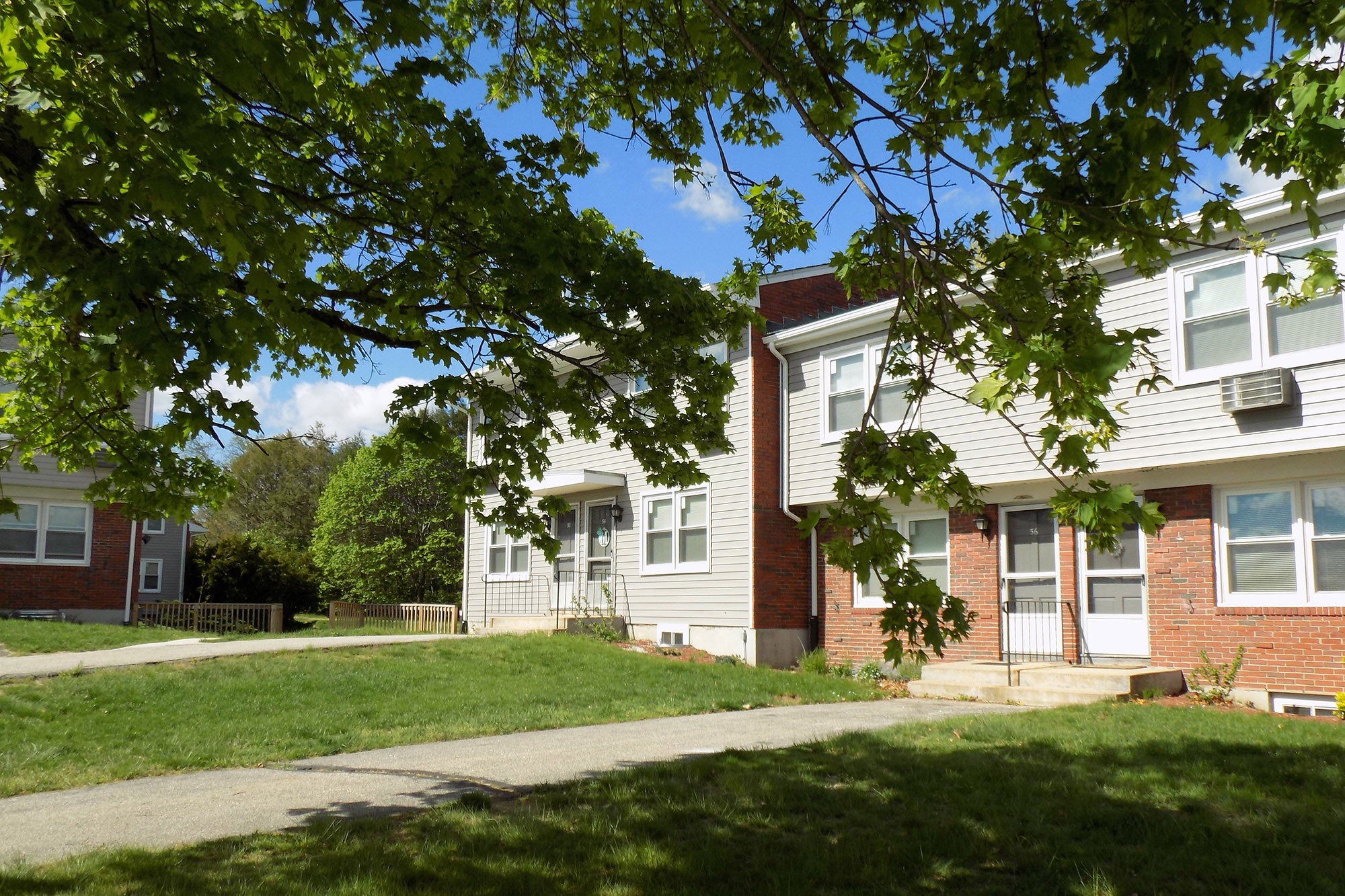 Gallery – Colonial Townhouse Apartments
